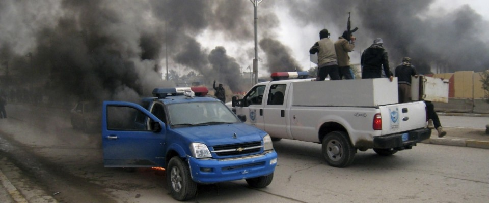 Iraq_insurgents_police_cars